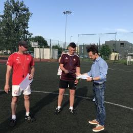 Drużyny AP Tczew z dyplomami za sezon 2019/2020.