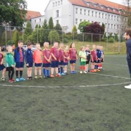 Drużyny AP Sztum z dyplomami za sezon 2019/2020.