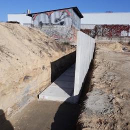 Mur oporowy od strony VI LO