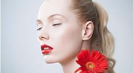嬌嫩的嘴唇便於剝皮。你怎么能輕易擁有保濕的嘴唇?