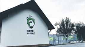 Nowe logo na elewacji budynku Orła zasponsorowane przez Zoltar Group