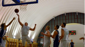 Koszykarze rozgromili rywali