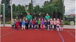 Dzisiaj trenerzy Marek i Mariusz mieli okazję wspólnie pobawić się na zajęciach pokazowych z dziećmi z Zespołu Szkolno Przedszkolnego nr 6 w Jawiszowicach.