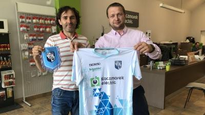 Kaczmarek Electric prezentuje wzór nowych koszulek.