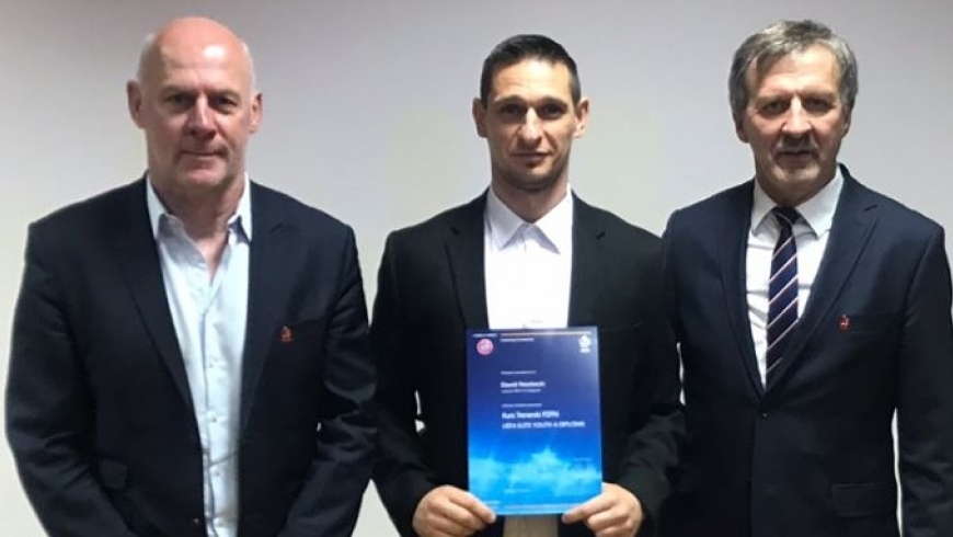 Trener Niezbecki po egzaminie na licencję UEFA A Elite Youth